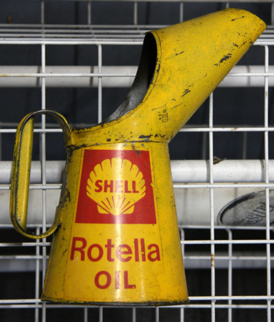 Shell Rotella Oil can